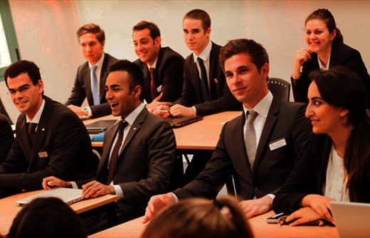 alt text Diploma in Hotel Management - Les Roches Classroom Banner