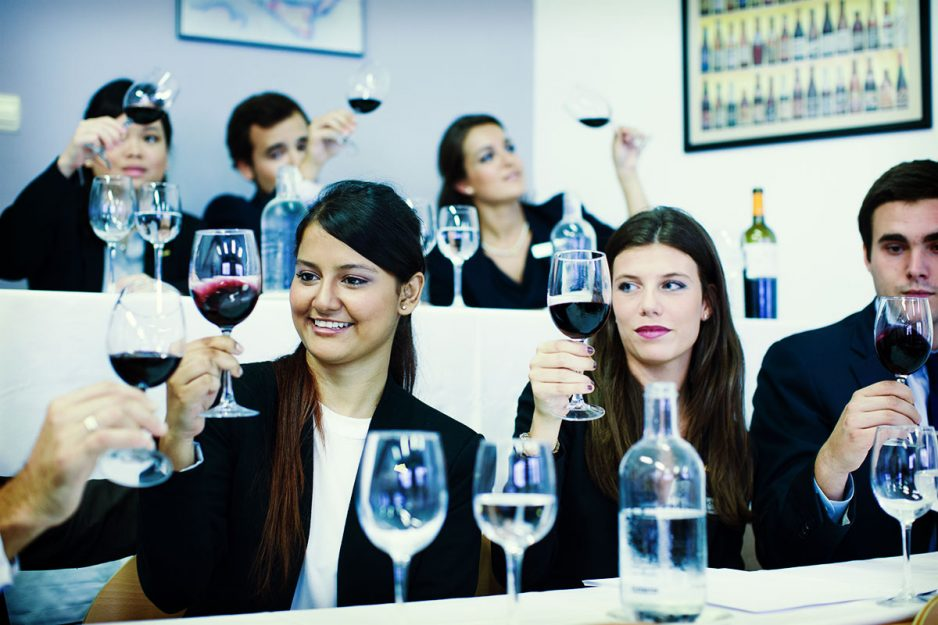 Les Roches Students : wine testing