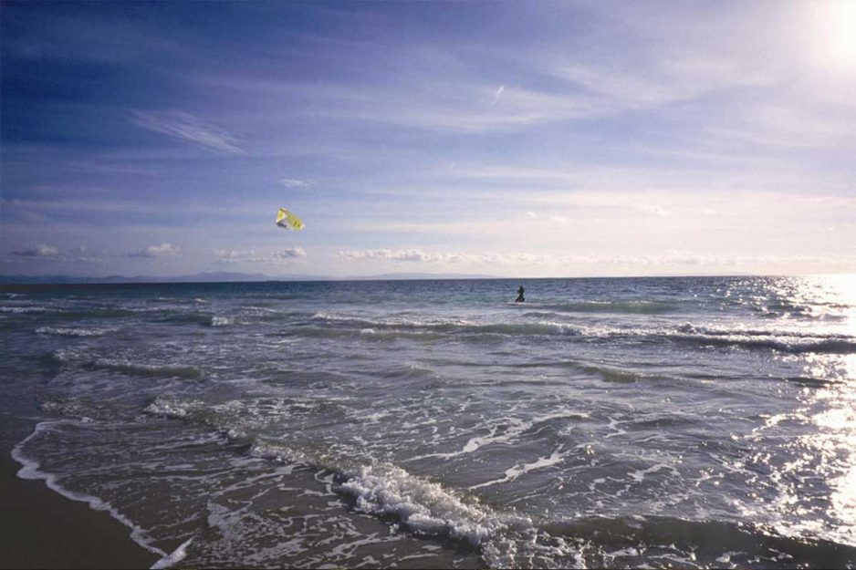 Deportes en la playa Kite Surf